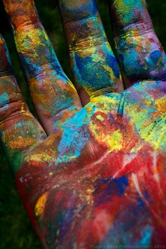 rainbow colours ✿ An artist's hands. World Of Color, Color Of Life, True Colors, All The Colors, Happy Colors, Rainbow Colors, Rainbow Art, Beautiful Images, Beautiful Mess