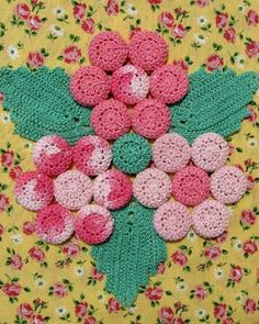 Picture of Grandmama's Favorite Decorative Potholders and Hot Pads Download Crochet Gifts, Knit Crochet, Crochet Hot Pads, Crochet Kitchen, Crochet Patterns For Beginners, Vintage Crochet, Cute Designs, Sewing Hacks, Crochet Projects