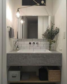 Which mirror to choose for my bathroom? Interior Design Living Room, Mirror Installation, Wash Basin, Bathroom Inspiration Decor, Bathroom Mirror, Bathroom Furniture, House Interior, Bathroom Design, Bathroom