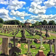 Passeggiare in un cimitero