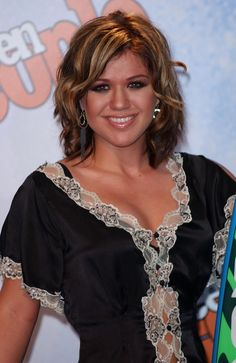Same cut with some curls.  The caramel highlights are awesome! kelly clarkson highlights, color, clarkson pictur, kelli clarkson, hair, shirt, caramel highlight
