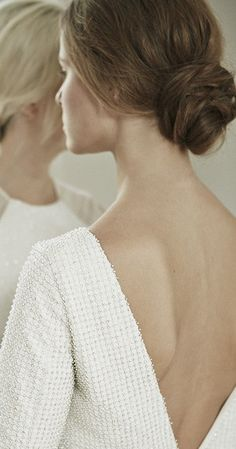 Minimalist Bridal Look: An overly hairsprayed updo is the last thing that you would want to see at a minimalist wedding. Opt instead for a simple, but sophisticated, chignon that isn't overly styled. Allow for your natural texture to shine through! | Essential Details for a Minimalist Wedding