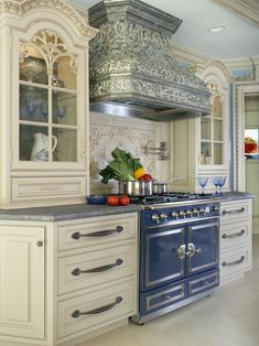Looking for French Country Kitchen ideas? Browse French Country Kitchen images for decor, layout, furniture, and storage inspiration from HGTV. Classic Kitchen, New Kitchen, Kitchen Dining, Kitchen Decor, Kitchen Cabinets, Kitchen Ideas, Cream Cabinets, Kitchen Backsplash, Kitchen Armoire