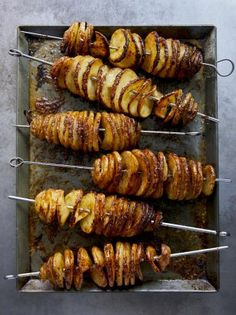 Roast potatoes but not as you know them! These wonderful crunchy potato spirals have an incredible dusting of Parmesan, cumin, garlic powder and smoky paprika. Great for tapas or as a side dish. Best Roast Potatoes, Bbq Potatoes, Hasselback Potatoes, Roasted Potatoes, Roasted Potato Recipes, Vegetable Recipes, Best Potato Recipes, Free Recipes, Jamie Oliver