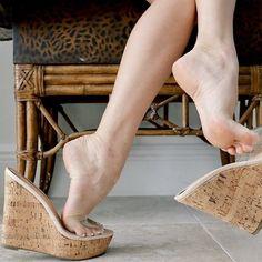 Beautiful Sandals, Beautiful High Heels, Feet Soles, Women's Feet, Nylons Heels, High Heels Stilettos, Jamel Shabazz, Transparent Heels, Teen Feet