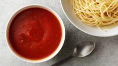 Leave the jarred stuff behind! This homemade tomato marinara sauce can be made in less time and with less effort than it would take for you to run to the store for store-bought marinara. Marinara Recipe, Homemade Marinara, Homemade Sauce, Marinara Sauce, Vegetarian Italian, Vegetarian Recipes, Cooking Recipes, Tomato Paste Recipe, Tomato Paste Sauce