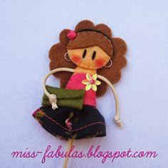 Broche muñeca hecho a mano en fieltro PRIMAVERA Brooch felt doll hand made SPRING