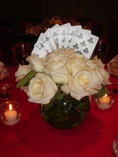Casino night centerpiece but with red roses Vegas Theme, Vegas Party, Casino Night Party, Casino Theme Parties, Party Themes, Parties Decorations, Night Parties, 20s Party, Party Ideas