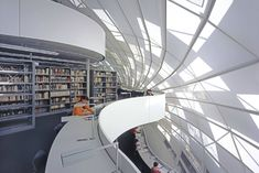 Foster + Partners - Library for the Faculty of Philosophy, Free University of Berlin Amazing Architecture, Interior Architecture, Interior And Exterior, Interior Design, Norman Foster, Modern Library, Library Design, Foster Partners, College Library