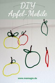 Einfaches Mobile mit selbstgemachten Äpfeln aus Pfeifenputzern. Hübsche Deko für den Herbst. Auch für Kinder leicht zu basteln.