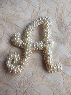 Pearl 'A' monogram Initials from The Snuggled Stitch Bead Crafts, Jewelry Crafts, Jewelry Art, Vintage Jewelry, Arts And Crafts, Button Art, Button Crafts, Creation Deco, Lesage