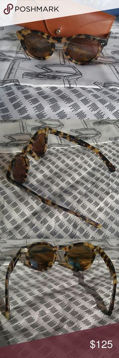 Ralph Lauren Tortoise Shell Round Sunglasses Comes with leather case. Authentic. Lenses have no scratches. Bridge has one scratch invisible to naked eye. What I really like about these is the hinges are tight, so they never droop down on my nose and always stay in place. Made in Italy. Serial number is : PL 9756 5004/53 46-23 145 3N. Tortoise shell w/ thick nosepiece. Temple is fitted narrowly for women (also why stay in place well). Rose gold toned color metal corner dot inlays on front and…
