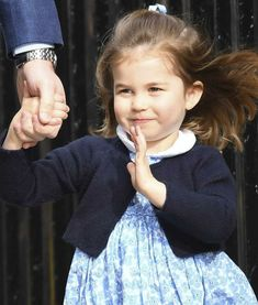 Her Royal Highness, Princess Charlotte of Cambridge. She has her royal wave mastered! Princess Meghan, Royal Princess, Prince And Princess, Prince William Family, Prince William And Catherine, George Of Cambridge, Duchess Of Cambridge, Duchess Kate, Duke And Duchess