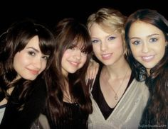 selena gomez and taylor swift | ... Fotos Favoritas: Demi Lovato, Selena Gomez, Taylor Swift e Miley Cyrus