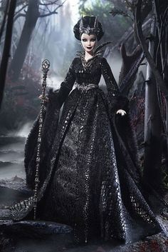 Queen of the dark forest 2015