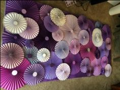 paper, fan, tutorial, wedding, backdrop, rosettes, photobooth, glue, DIY, pinterest, background