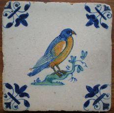 Antieke tegel met een Roofvogel  Zeldzame voorstelling !