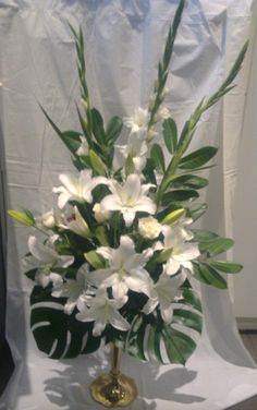 Choosing The Flower Arrangements For Church Wedding Altar Flowers, Church Flowers, Tulips Flowers, White Flowers, Planting Flowers, Wedding Flowers, Beautiful Flowers, Flowers Garden, Small Flowers