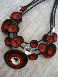 Leather and Silver jewelery - Should be easy enough to translate into PC. Make from Ultrasuede. (link = X) Felt Necklace, Leather Necklace, Leather Jewelry, Leather Craft, Collar Necklace, Bijoux Design, Schmuck Design, Textile Jewelry, Fabric Jewelry