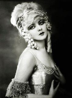 Ziegfeld girl, Marion Benda c. 1920's