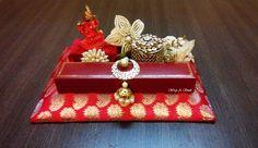 mangal sutra n ring gift box Indian Wedding Gifts, Bengali Wedding, Indian Weddings, Wedding Gift Baskets, Wedding Gift Wrapping, Wrapping Presents, Engagement Ring Platter, Diy Wedding Backdrop, Wedding Decorations