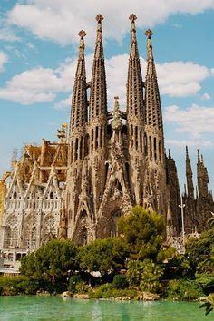 ガウディ作品群(Works of Antoni Gaudí) | wondertrip