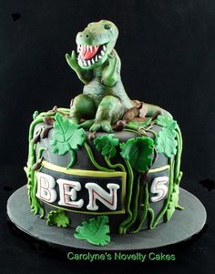 Dinosaur T Rex cake