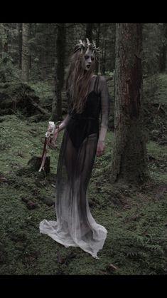 Grimm dark fairy tale photography. Skulls. Light. Evil. Magic. Costume. Fashion. Woodland