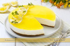 Cheesecake al limone senza cottura ricetta | Ho Voglia di Dolce Chocolate Cheesecake Recipes, Easy Cheesecake Recipes, Dessert Recipes, Desserts, Ricotta, Classic Cheesecake, Cake & Co, Sweet Treats, Food And Drink
