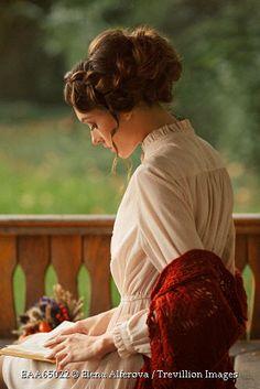 Historical woman reading on terrace. Historical Women, Historical Romance, Story Inspiration, Character Inspiration, Woman Reading, Reading Art, Reading Books, Belle Photo, Steam Punk