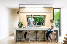 Eve Gunson and Matt Benetti have transformed their dilapidated, long forgotten Victorian home from worn-out to a wondrous oasis. Oasis, Kitchen Decor, Kitchen Design, Kitchen Ideas, Cuisines Design, House And Home Magazine, Home Interior, Victorian Homes, Interiores Design