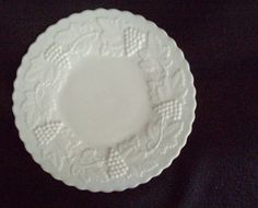milk glass plates Harvest Grape Indiana Glass Vintage FREE SHIP  $18.00 OBO ((OOOHHHH YYEEESSSS!!! WE ALL KNOW I LOVE FENTON GLASS / MILK GLASS / DEPRESSION GLASS!!! ITZ ONE OF THOSE GREAT BEAUTIES... I WANT I WANT!!!)) WOWZERS