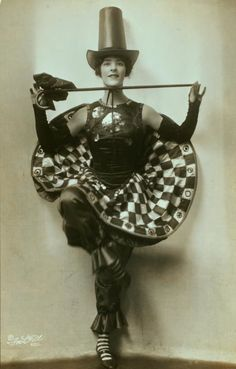 Nina Payne - 1920's - American dancer who appeared in several clubs in Paris, including the Folies Bergère and the Moulin Rouge - Photo by Ira L. Hill