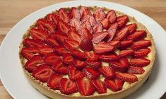 Light strawberry tart WW, a delicious tasty strawberry tart, with a homemade shortcrust pastry topped with light vanilla custard and beautiful seasonal strawberries, a wonderful light dessert easy and simple to make. Best Holiday Appetizers, Great Appetizers, Holiday Recipes, Ww Desserts, Weight Watchers Desserts, Vegetarian Appetizers, Appetizer Recipes, Dessert Aux Fruits, Dessert Ww