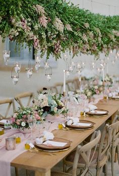 Wedding Trends dreamy hanging greenery - The most beautiful hanging floral installations for your reception. A floral trend that won't disappear anytime soon! Top Wedding Trends, Chic Wedding, Floral Wedding, Wedding Colors, Wedding Flowers, Wedding Designs, Wedding Ideas, Wedding Inspiration, Wedding Planning