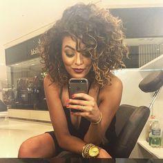 """1,460 Likes, 35 Comments - me chama de Nath (@nathaliebarros) on Instagram: """"Hoje meu cabelo tá num volume INCRÍVEL ❤️ a cada dia que passa, amo mais meu comprimento."""""""