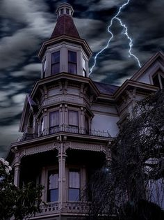 Google Image Result for http://www.rempower.com/images/re/haunted%2520house.jpg