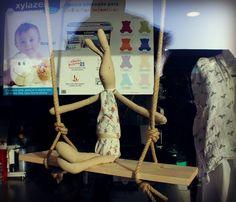 Conejito de Trapo @CasitadeEmma  Escaparate Infantil Premamá con pintura de pizzarra ecológica xylazel
