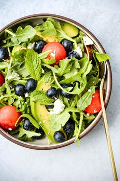 Want a refreshing summer salad, ready in 15 minutes? This Watermelon Feta Summer Salad Recipes, Healthy Salad Recipes, Summer Salads, Watermelon Benefits, Watermelon And Feta, Arugula Salad, Blueberries, Healthy Eating, Avocado