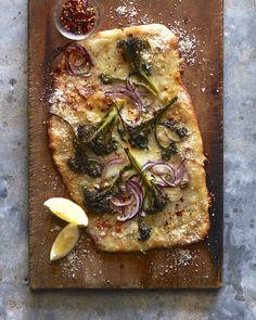 Sheet pan broccolini pizza