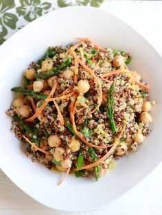 Curried Quinoa and Asparagus Salad for #meatlessmonday #vegan #glutenfree