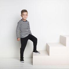 EASY JOGGER junior housut, musta | NOSH verkkokauppa | Tutustu nyt lasten syksyn 2017 mallistoon ja sen uuteen PUPU vaatteisiin. Ihastu myös tuttuihin printteihin uusissa lämpimissä sävyissä. Tilaa omat tuotteesi NOSH vaatekutsuilla, edustajalta tai verkosta >> nosh.fi (This collection is available only in Finland)