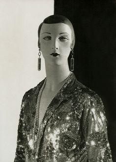 Mannequin by Siegel (1927)..(pictosh?)