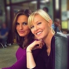That little smile that she has. Liv has it too sometimes, you just have to look. Oh & get outta the way Kelli! :S
