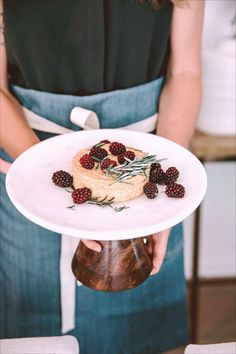 Baked Camembert with Blackberries and Rosemary Recipe - Sunset Magazine Yummy Appetizers, Appetizer Recipes, Snack Recipes, Snacks, Baked Camembert, Marinara Recipe, Rosemary Recipes, Easy Starters, Italian Spices
