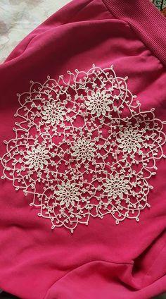 Beautiful crochet doily. Mix of crochet & tatting?