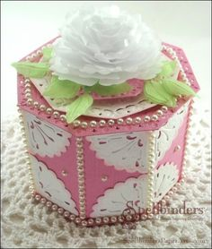 Pretty box created with @Spellbinders Imperial Gold Corners One and Gold Ivy with @JustRite Papercraft, Inc. stamps