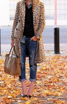 worn cuffed jeans, chambray shirt, dark sweater, leopard duster coat, large brown tote, black/nude heels