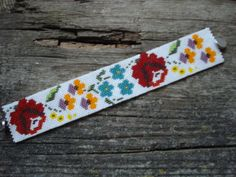 http://www.etsy.com/shop/BeautyBeadwork?ref=search_shop_redirect Peyote bracelet. kalocsai flowers. Kalocsai virágos peyote karkötő.