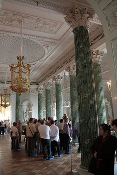 Pavlovsk,Greek Room Room created by Brenna in 1789. It offers a series of columns of green marble (antique green) topped with Corinthian capitals of white marble. Niches contain statues of plaster, copies of ancient Roman models.
